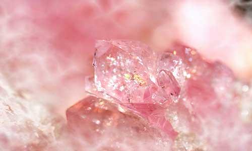 Камень Розовый кварц